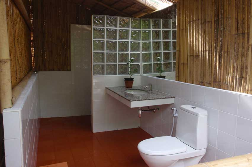 Green View Resort Koh Lipe: Triple Bungalow Hot Water Shower